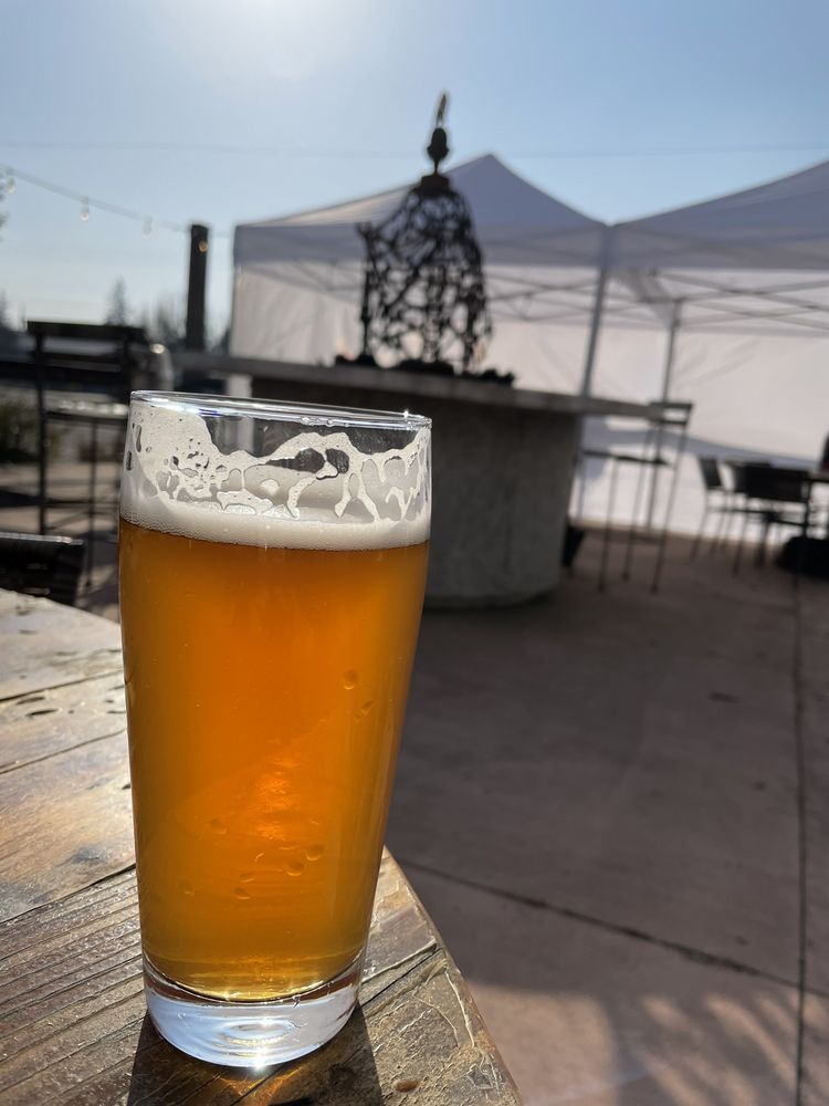 Ratchet Brewery - Silverton: 990 N 1st St, Silverton, OR