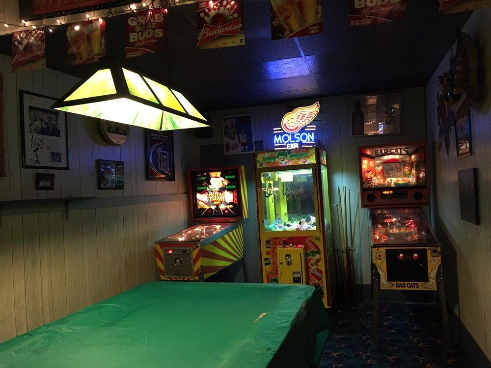 Biddle Bowl and Lounge: 708 Biddle St, Wyandotte, MI