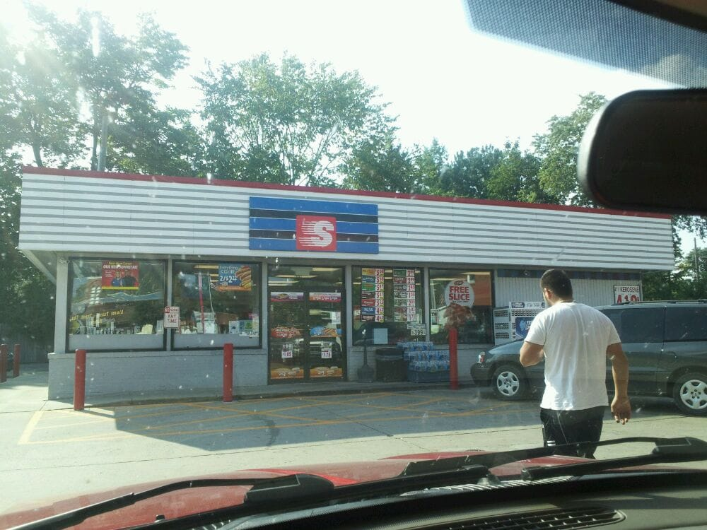 Speedway: 117 N Main St, Almont, MI