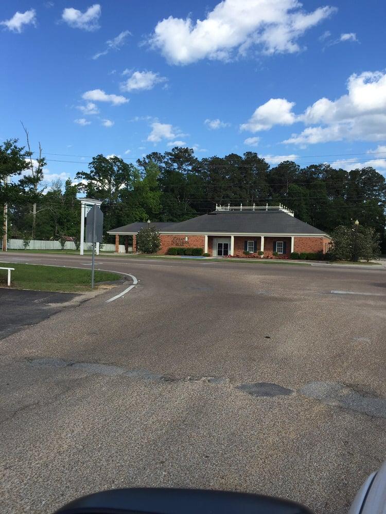 Great Southern National Bank: 1010 Azalea Dr, Waynesboro, MS