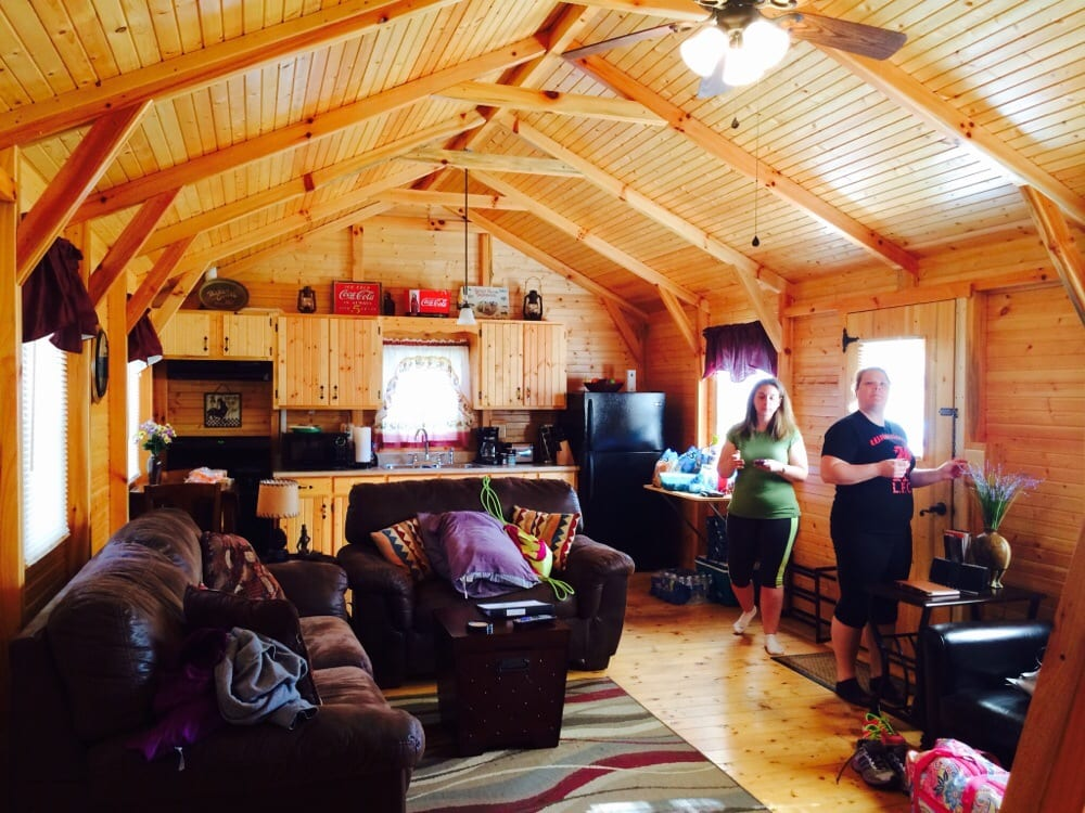 Hickory Cabins: 8679 Nolin Dam Rd, Mammoth Cave, KY