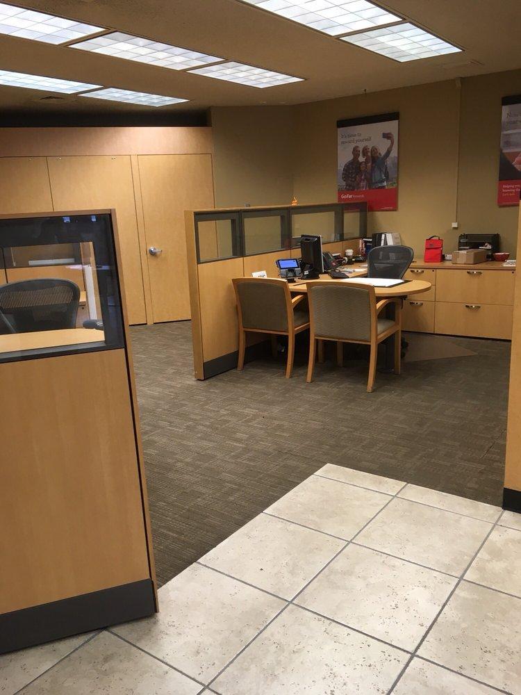 Wells Fargo Bank: 1045 W March Ln, Stockton, CA