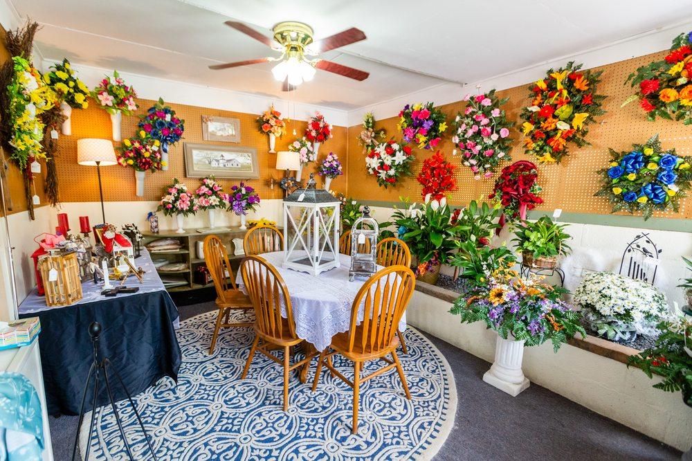 Woods Enchanted Florist: 86 Commerce Blvd, Benton, KY