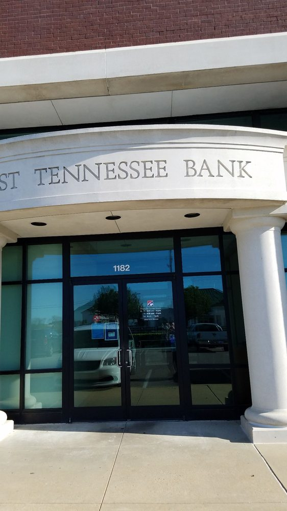 First Tennessee Bank Collierville: 1182 W Poplar Ave, Collierville, TN