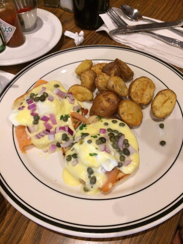 Review Mimi Cafe Salmon
