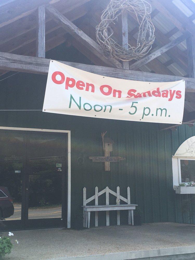Twigs and Berries: 319 Main St, Kenbridge, VA
