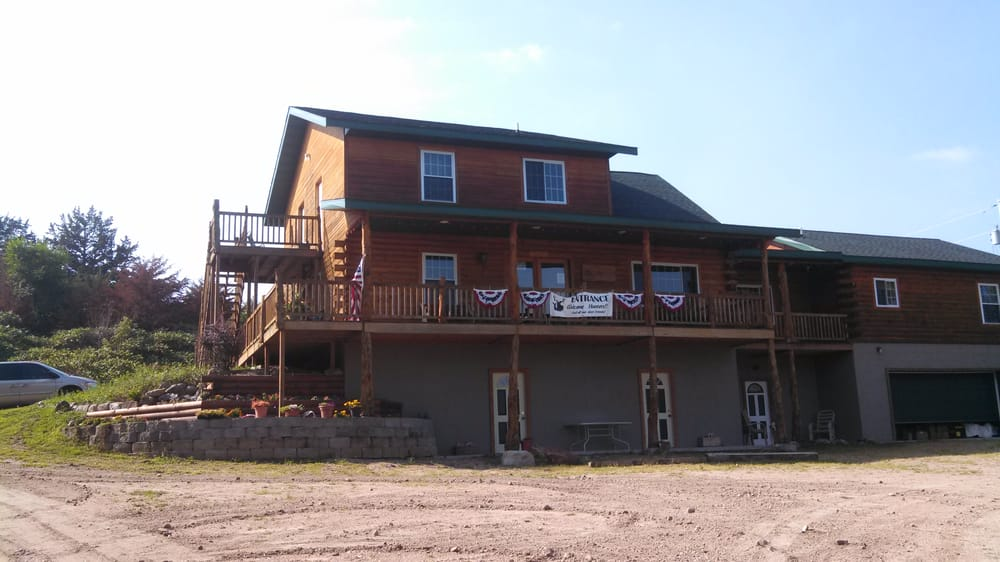 Whitetail River Lodge: 89140 Hwy 14, Niobrara, NE