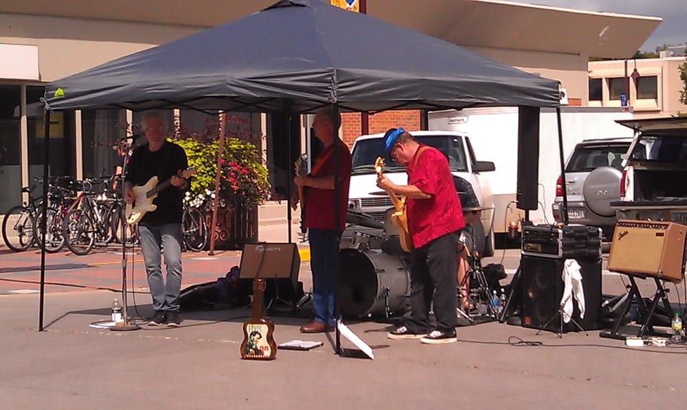 Ames Downtown Farmers' Market: 526 Main St, Ames, IA