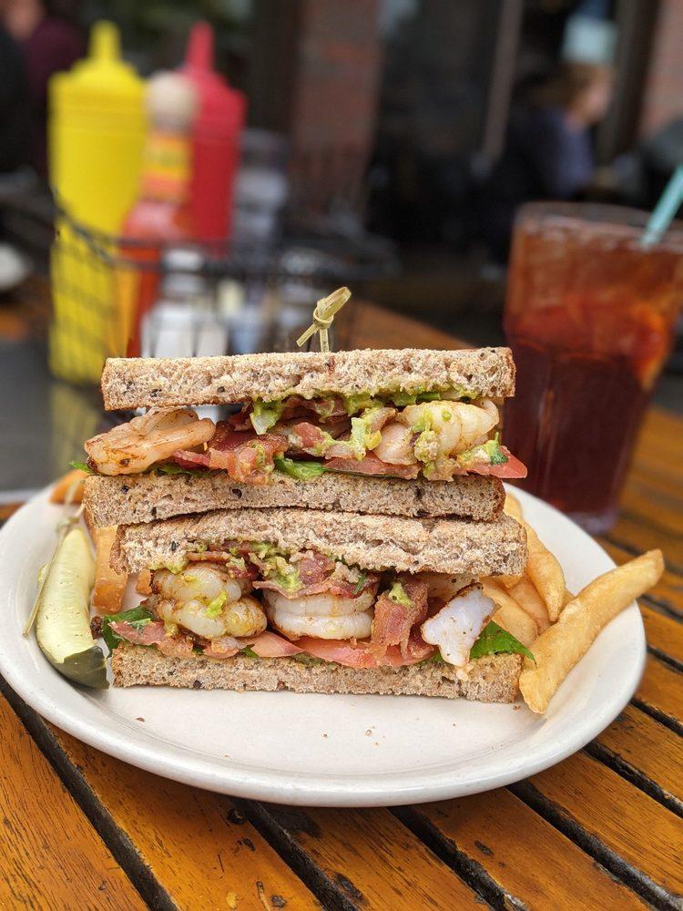 Washington Square Bar & Grill: 4736 Washington Sq, White Bear Lake, MN