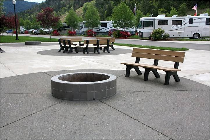 Seven Feathers RV Resort: 325 Quintioosa Blvd, Canyonville, OR