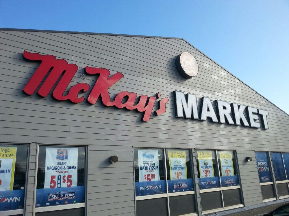 McKay's Markets: 65 10th St SE, Bandon, OR