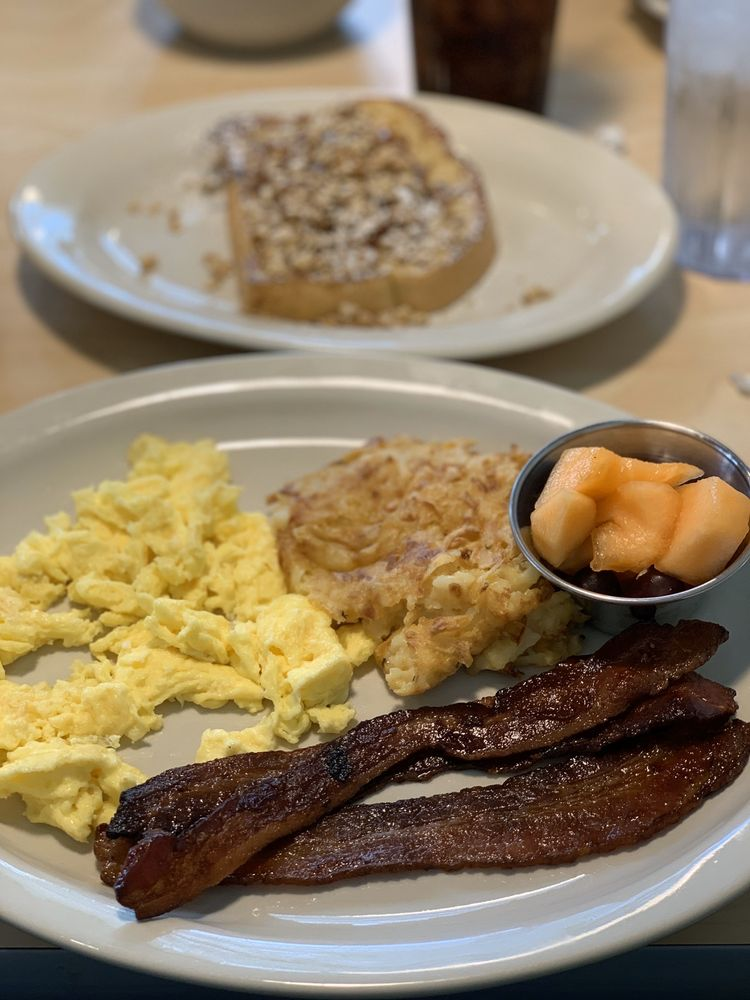 The Toasted Yolk Cafe - Beaumont: 6455 Phelan Blvd, Beaumont, TX