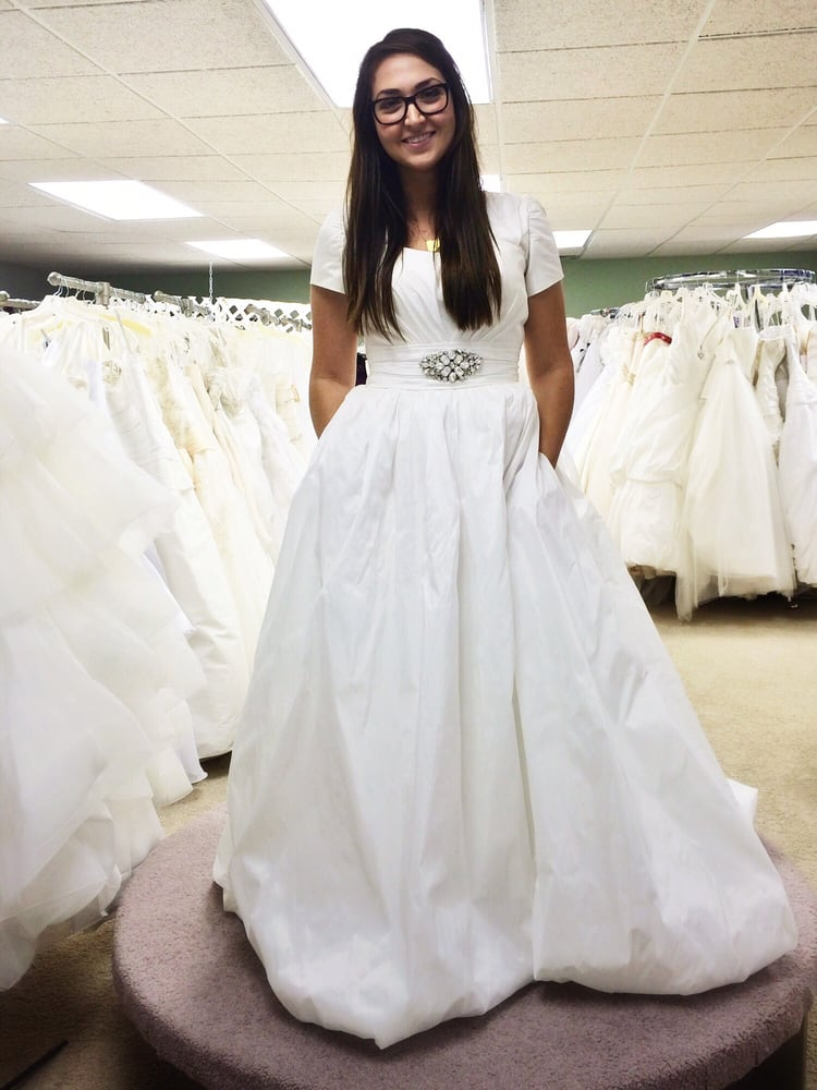 Holly's Unique Weddings & Gowns
