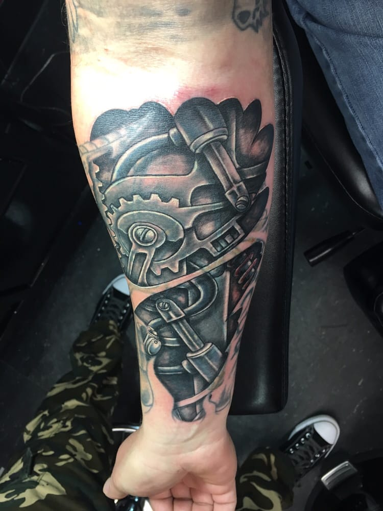 Fear Factor Tattoos & Piercings: 1457 Sayles Blvd, Abilene, TX