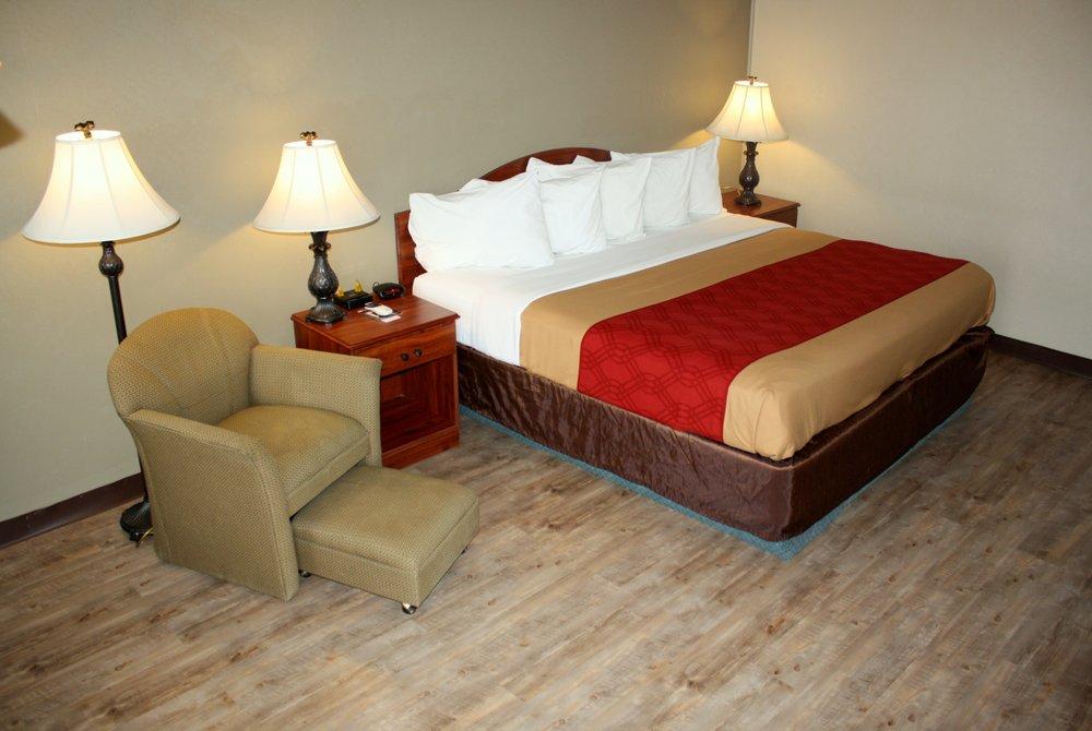Econo Lodge Salina Scenic Route 89 & I-70: 1225 S State St, Salina, UT