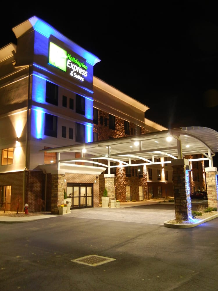 Holiday Inn Express & Suites Sidney: 450 Folkerth Ave, Sidney, OH
