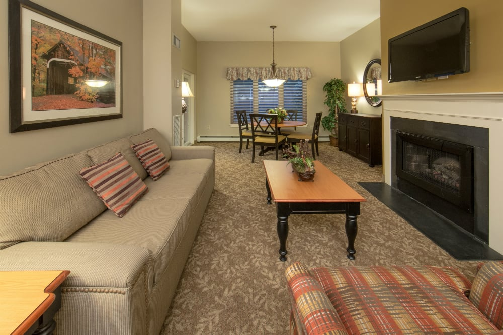 Living room holiday inn club vacations ascutney resort yelp for The family room vermont