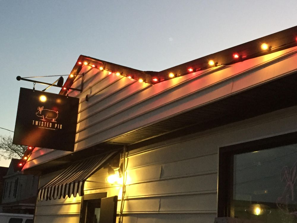 Twisted Pig Ale and Smokehouse: 722 Mount Vernon Ave, Portsmouth, VA