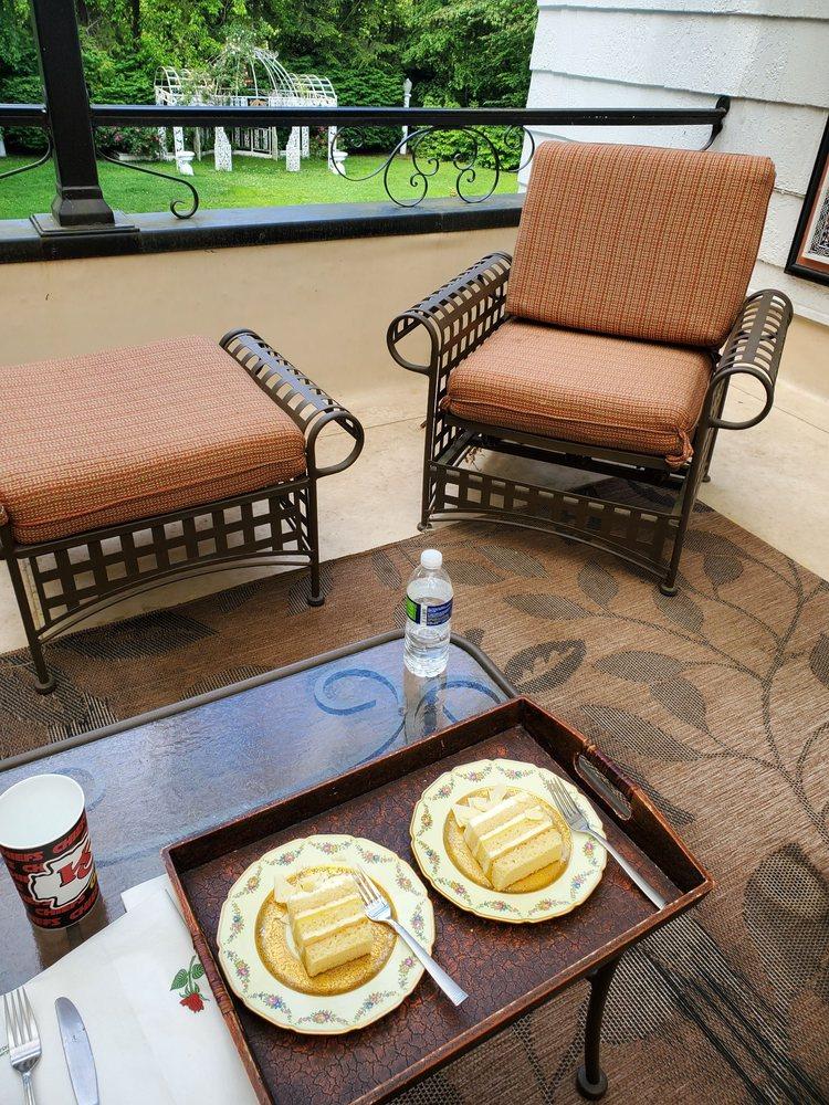 Melange Bed & Breakfast: 1230 5th Ave W, Hendersonville, NC