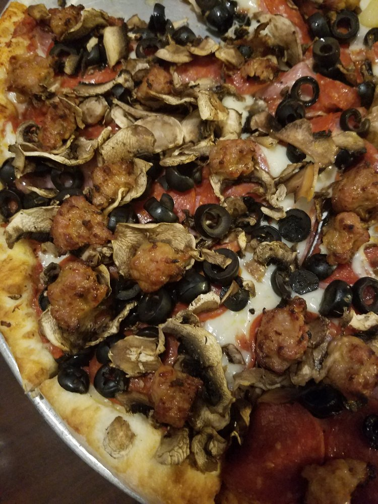 Pizza Round-Up: 11806 Loma Rica Rd, Loma Rica, CA