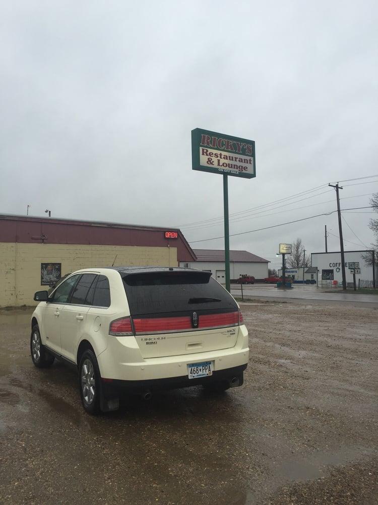 Ricky's Restaurant & Lounge: 101 N Mitchell St, Roscoe, SD