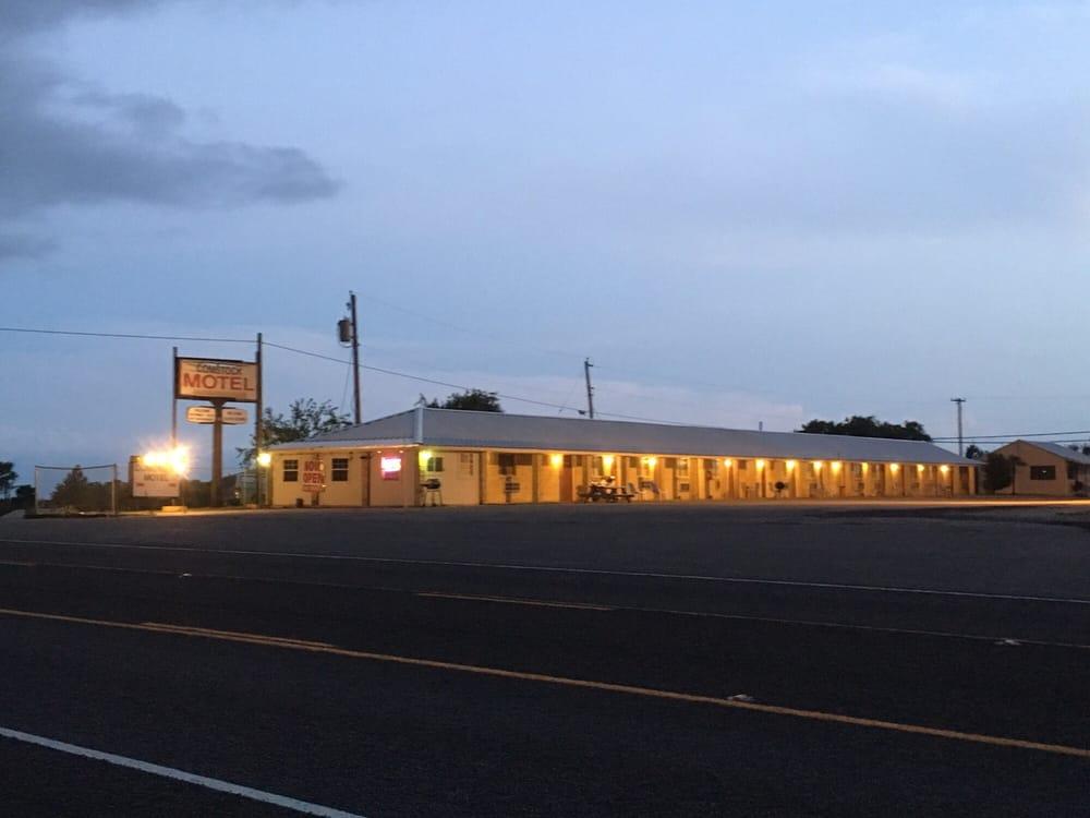 Comstock Motel: 31984 Hwy 90 W, Comstock, TX