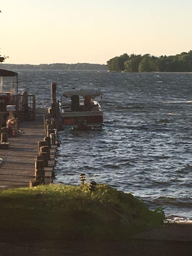 Hunter Winfields Resort: 510 W Lake St W, Isle, MN