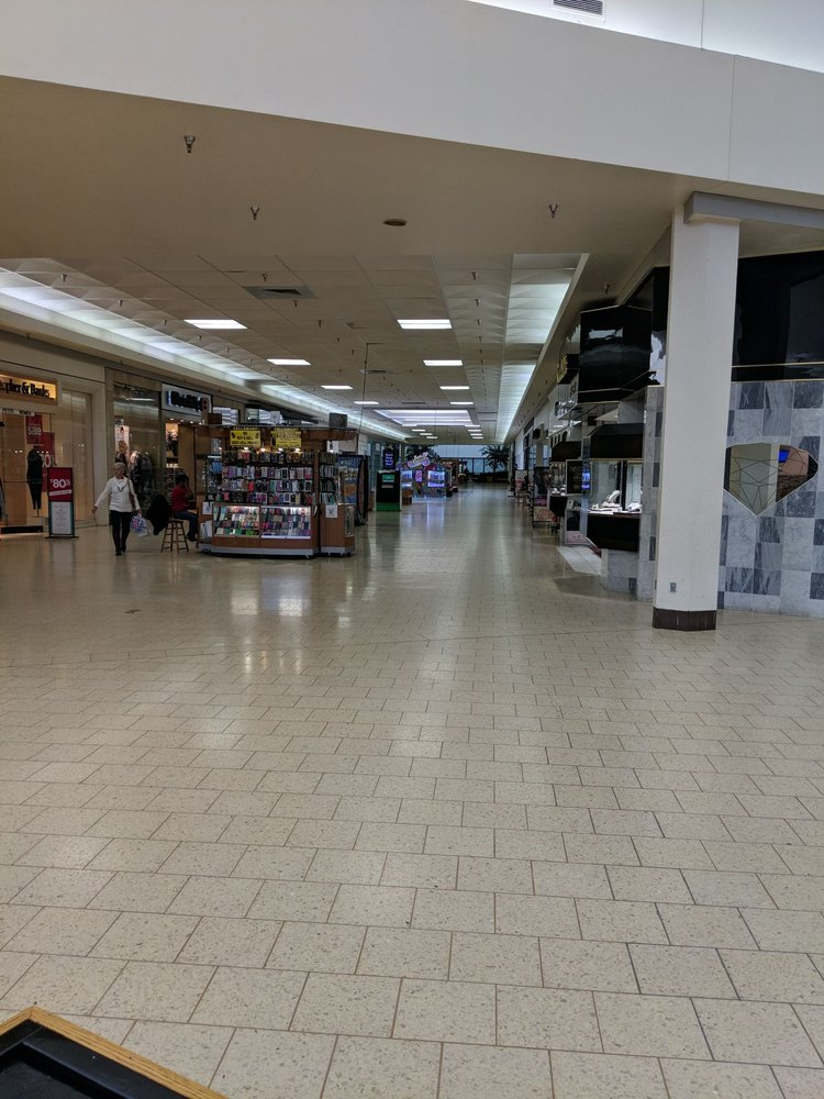 Westland Mall: 550 S Gear Ave, West Burlington, IA