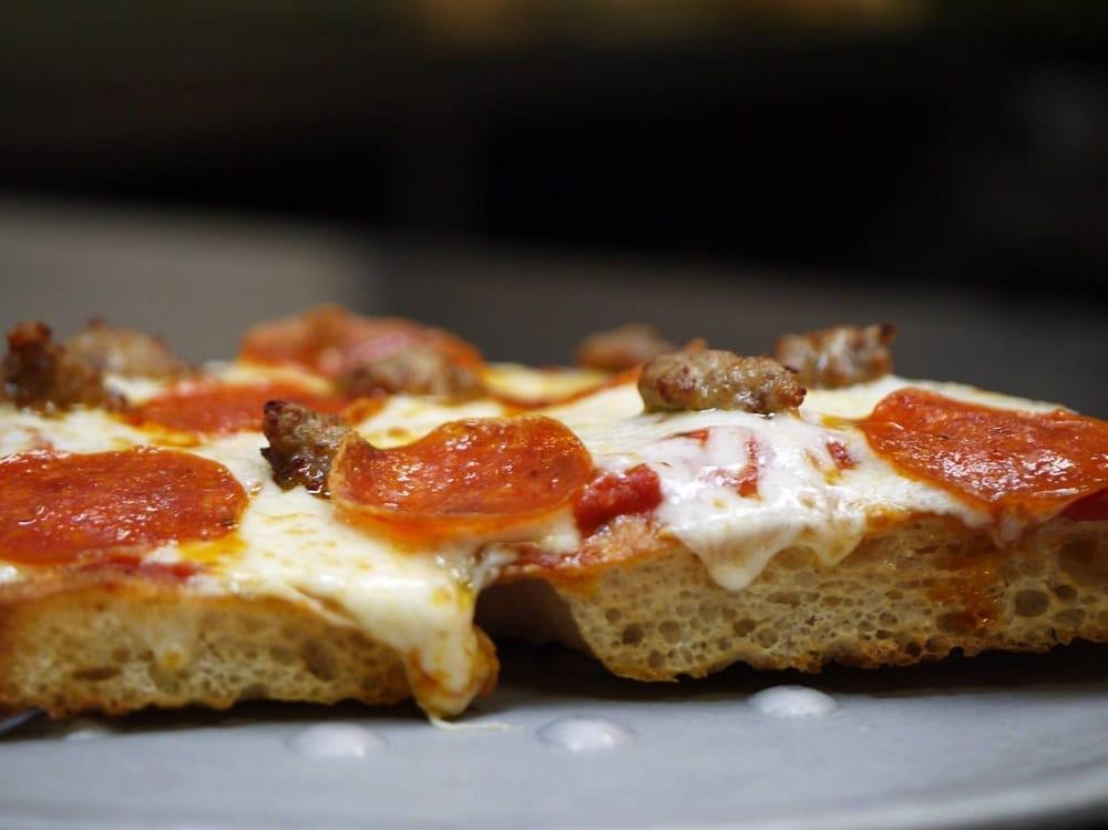 Gondolier Italian Restaurant & Pizza - Dayton: 200 Able Dr, Dayton, TN