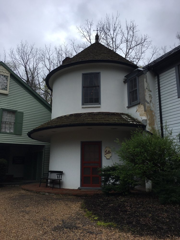 The Inn at Gristmill Square: 118 Old Germantown Rd, Warm Springs, VA