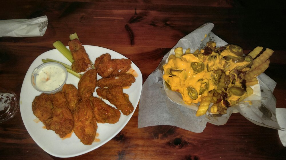 Boots Sports Bar and Grill: 720 Oglethorpe Hwy, Hinesville, GA