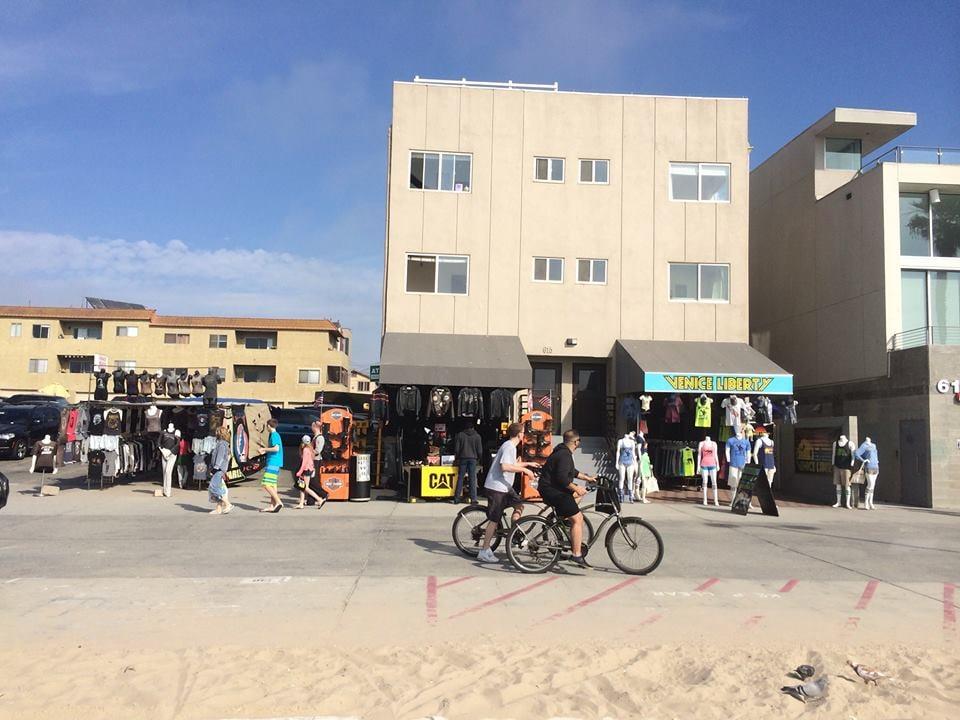 Regi's: 613 Ocean Front Walk, Venice, CA