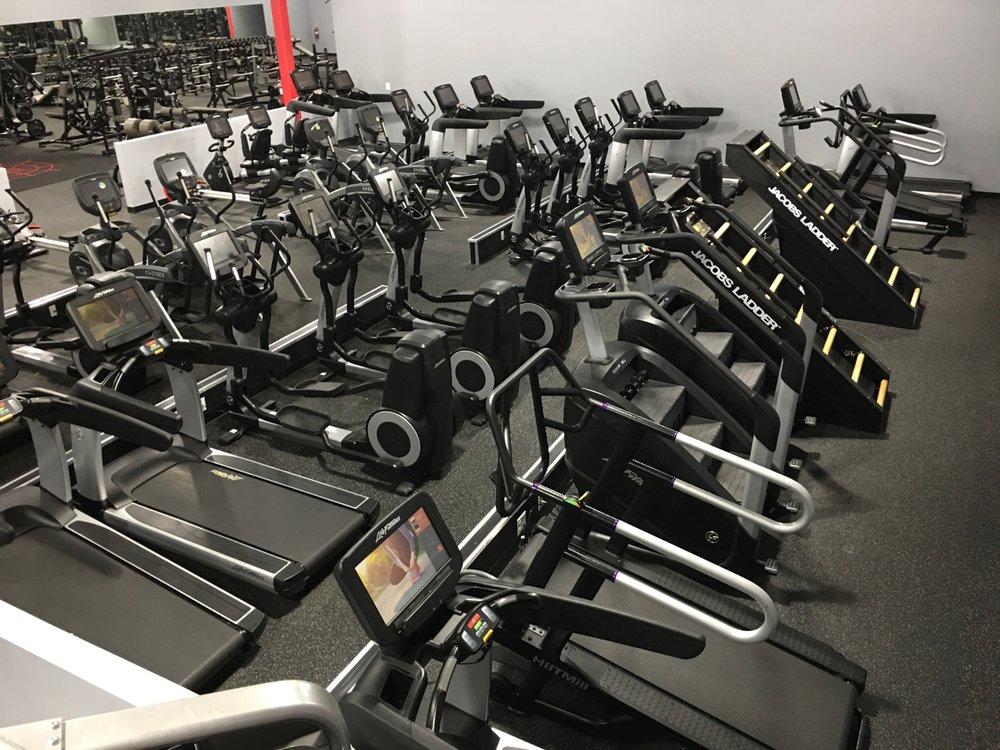 Evolve Fitness: 130 E Black Horse Pike, Audubon, NJ