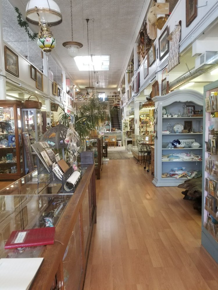 Cheshire Antiques: 1423 US Hwy 395 N, Gardnerville, NV