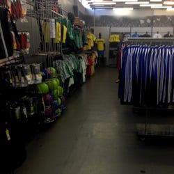 1a3c6a1de Adidas Outlet Store - Roupas Esportivas - Av. Cardeal Eugênio ...