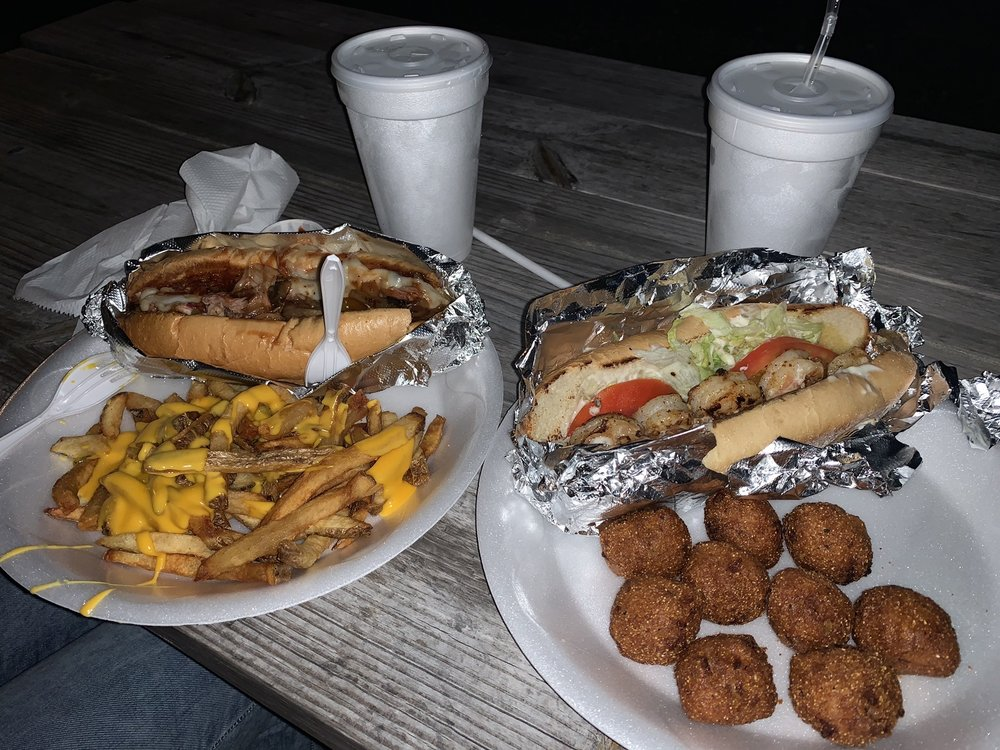 The Dog House and More: 106 N US Hwy 41, Ruskin, FL