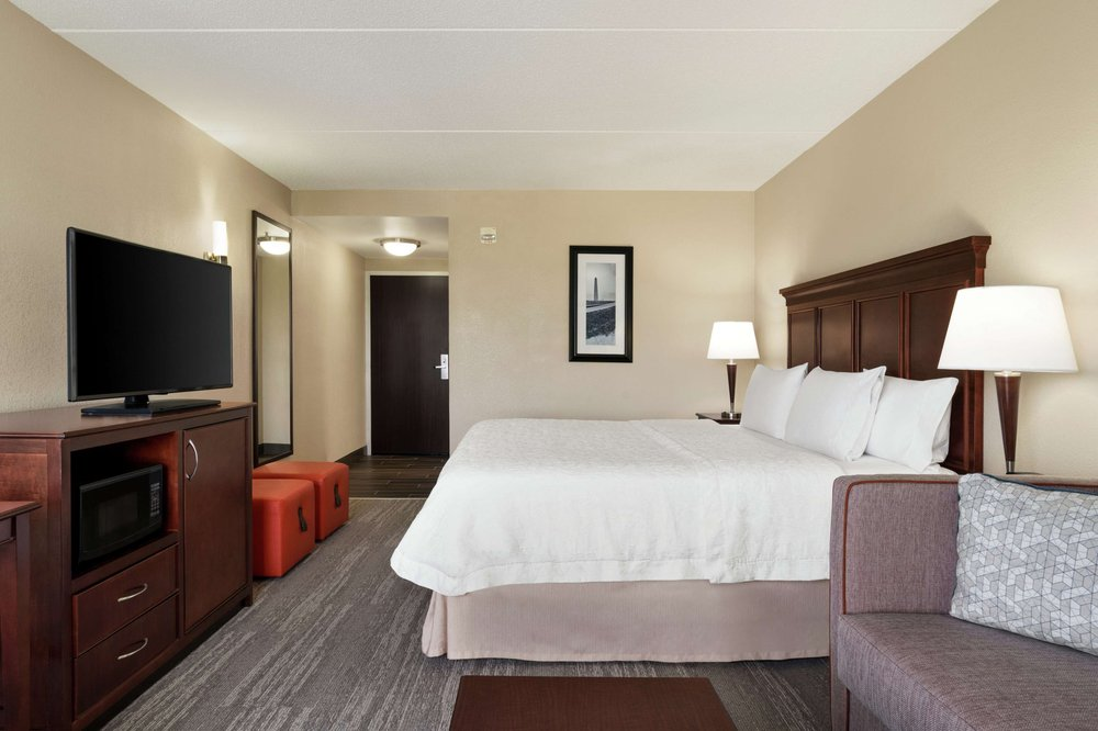 Hampton Inn Dulles/Cascades: 46331 Mcclellan Way, Sterling, VA