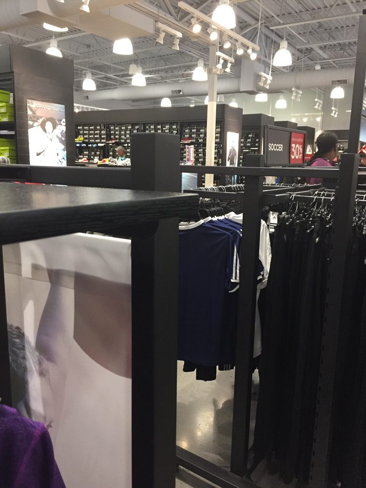 Adidas Outlet: 10600 Quil Ceda Blvd, Tulalip, WA