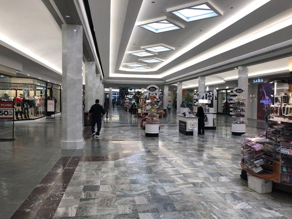Lakeside Shopping Center: 3301 Veterans Memorial Blvd, Metairie, LA