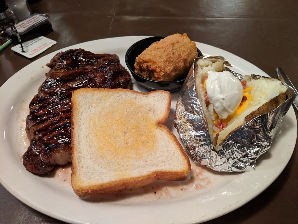 Rusty Spur Diner: 601 N 1st St, Pulaski, TN