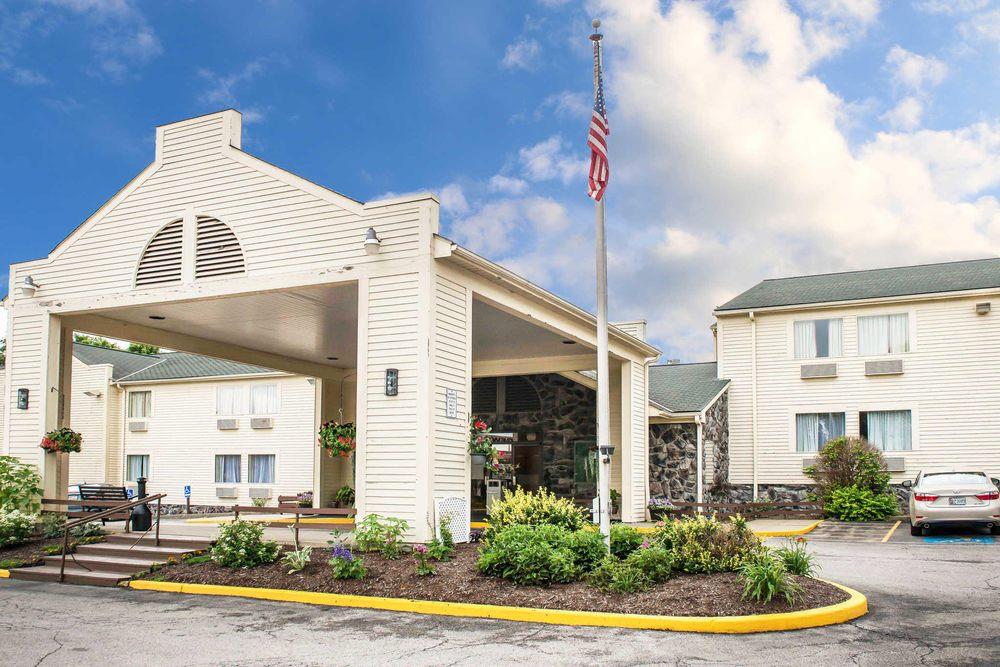 Quality Inn: 1740 New Butler Rd, New Castle, PA