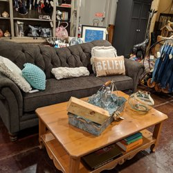 Vintageous Furniture Design 15 Photos Furniture Stores 4611