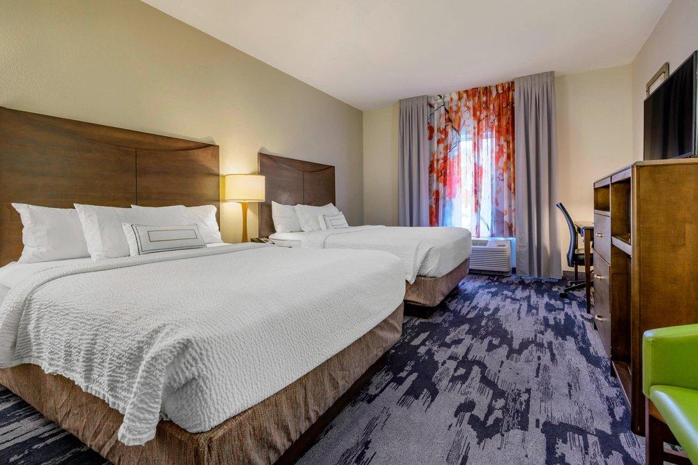 Fairfield Inn & Suites by Marriott Slippery Rock: 1000 University Parkway, Slippery Rock, PA