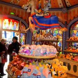 Sir mickey s boutique toy stores fantasyland disneyland paris marne la vall e seine et - Magasin marne la vallee ...
