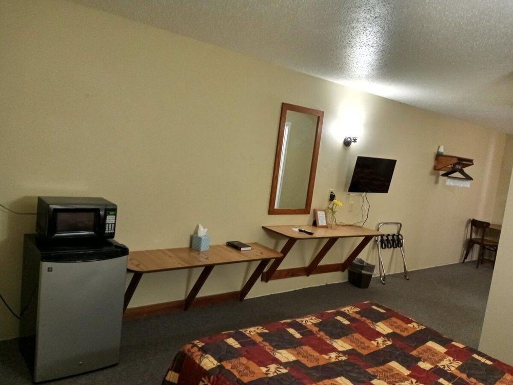 Lakota Lodge: 106 SD-hwy 73, Kadoka, SD