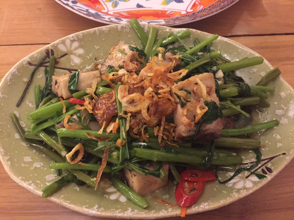Stir fry vegetables topped with crispy pork (very Northern