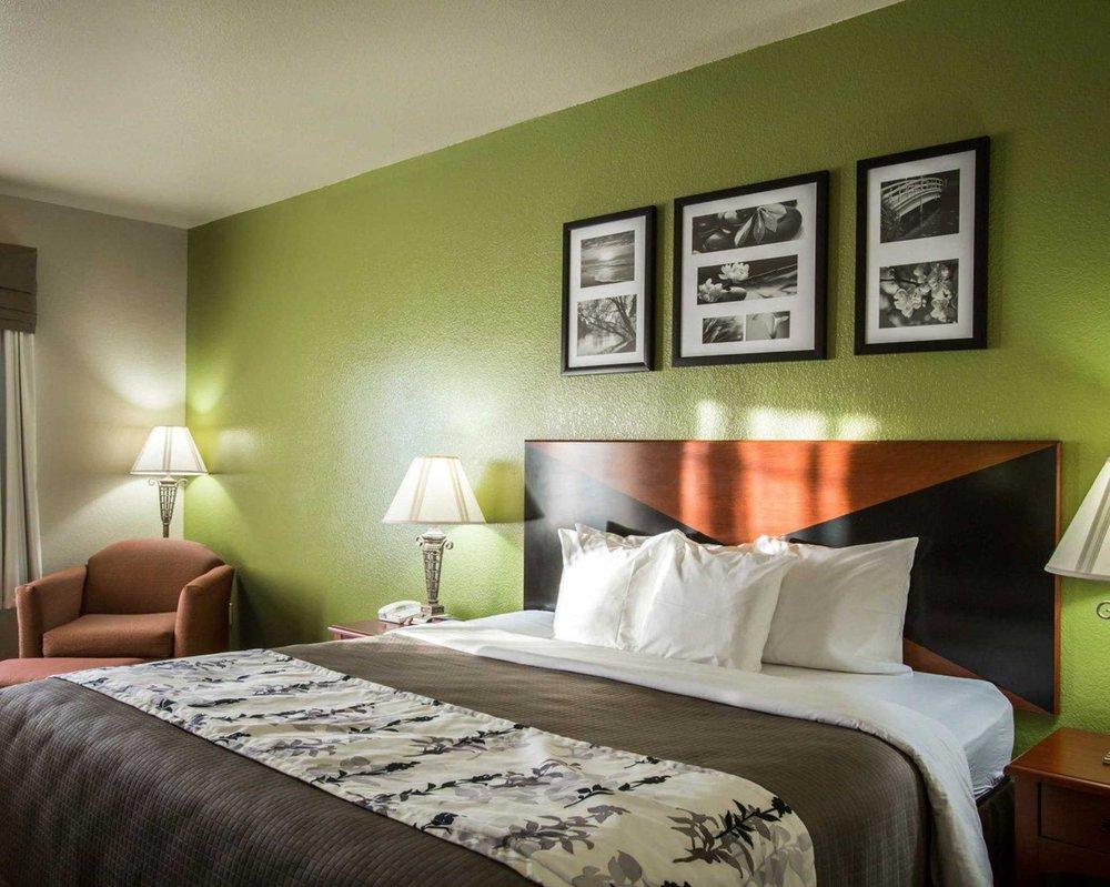 Sleep Inn & Suites Hewitt - South Waco: 209 Enterprise Blvd, Hewitt, TX
