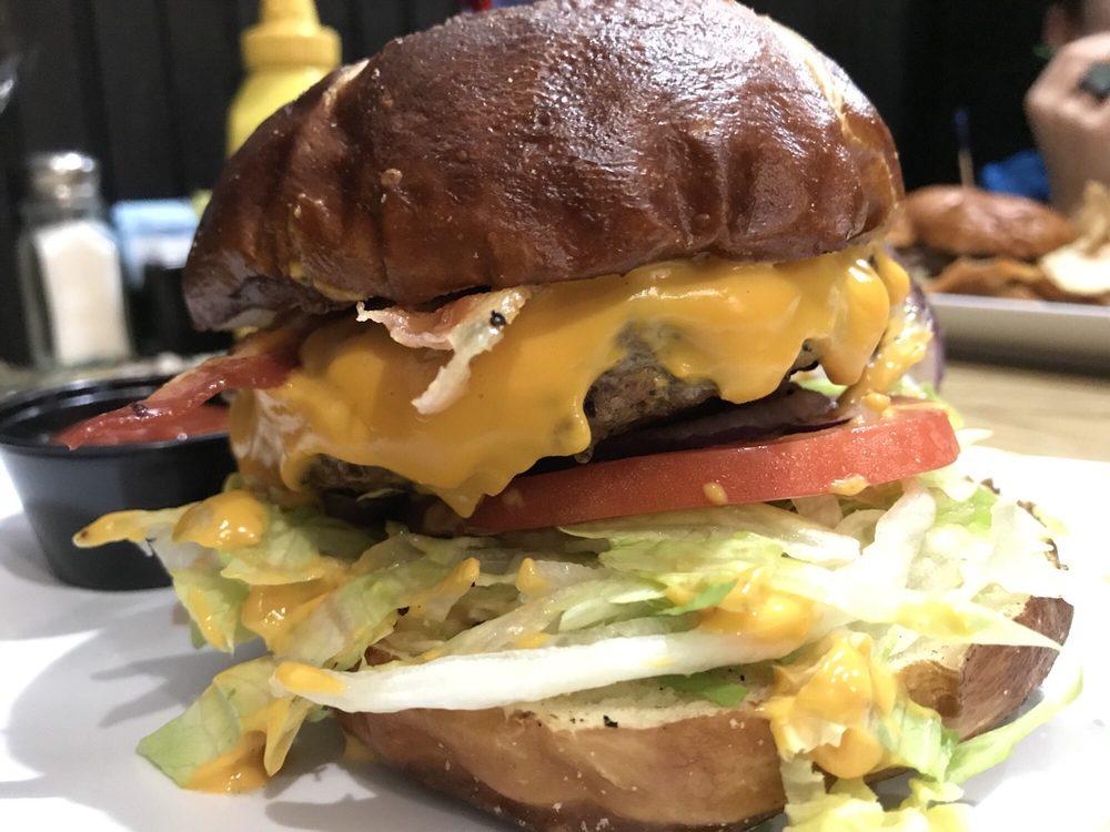 Hamburgerseria: 1015 Essington Rd, Joliet, IL