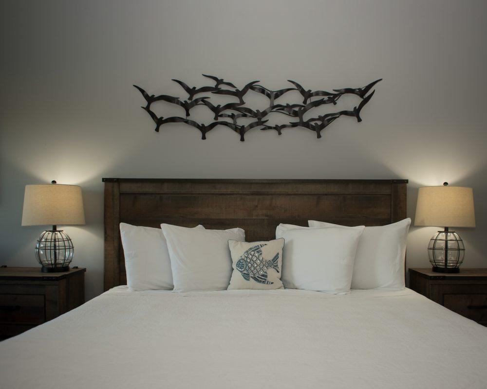 AmeriVu Inn & Suites: 814 N Knowles Ave, New Richmond, WI