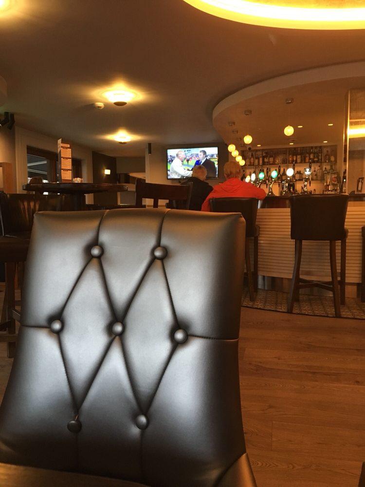 Clew Bay Hotel - Maddens Bar & Bistro: James Street, Westport, MO
